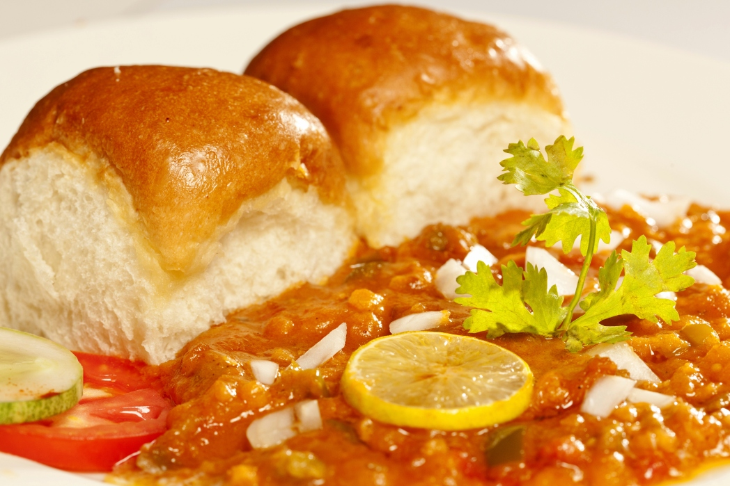 Try the pav bhaji from a Mumbai street food vendor