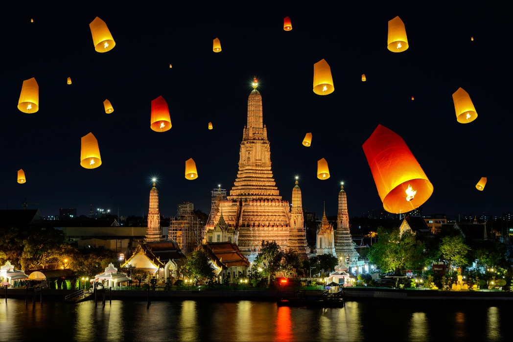 Visit Wat Arun in the evening to watch the sunset