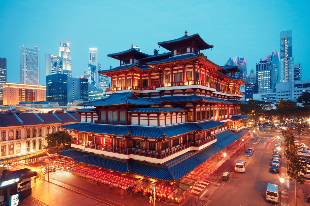 Mingle with the Singaporean locals at Chinatown